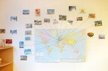 Postkarten aus aller Welt kommen ins Amalienschlössle